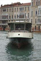 Vaporetto per andare in Canal Grande